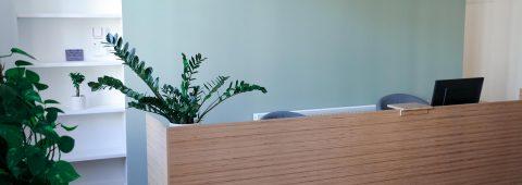 Salle d'attente paisible et accueillante.